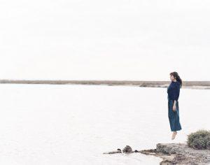 CAMILLE A l'orée de la sortie de son nouvel album le 2 juin 2017, Camille fait déjà parler d'elle. C'est devenu une habitude chez la chanteuse qui aime explorer les sonorités, les voix, les rythmiques… Björk française ? Icône bo-bo, idole d'un jour ou grande gamine bourrée de talent ? En fait, Camille serait plutôt du genre « résolument inclassable ». Cette année marque donc le retour sur le devant de la scène de la chanteuse.