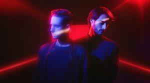 MIND AGAINST A l'origine de Mind Against, Alessandro et Federico Fognini, deux DJ italiens qui ont quitté leur botte méditerranéenne pour rejoindre l'effervescence de la scène électro et techno berlinoise. Fortement influencé par l'IDM et appuyé par des racines techno et house, le son du duo ne peut être facilement lié à un genre établi. Cette absence d'étiquette procure une liberté de création aux deux DJs qui se retrouve dans l'identité marquée du projet. Mind Against confronte sans rougir les codes psychédéliques des années 1980 à ceux des dance floor européens actuels. Des rencontres sonores parfois surprenantes qui rendent le live d'autant plus détonnant.